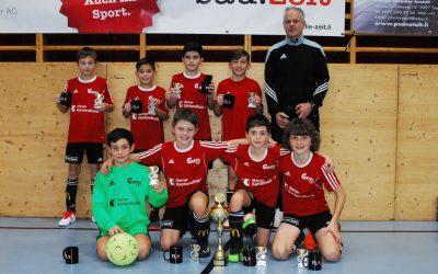 Das Team Glarnerland sichert sich E-Juniorentitel im Penaltyschiessen